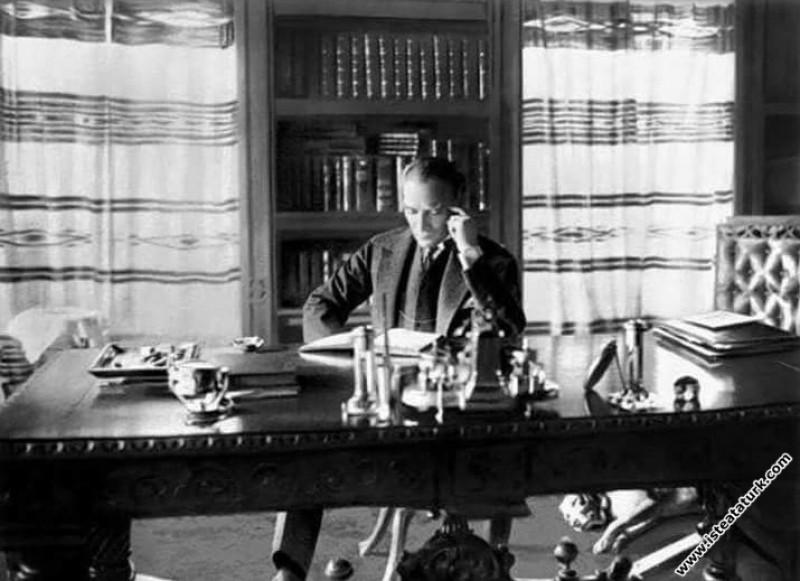 Mustafa Kemal Atatürk Çankaya Köşkü'ndeki kütüphan...