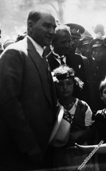 Mustafa Kemal Atatürk İstanbul Pendik İstasyonu zi...
