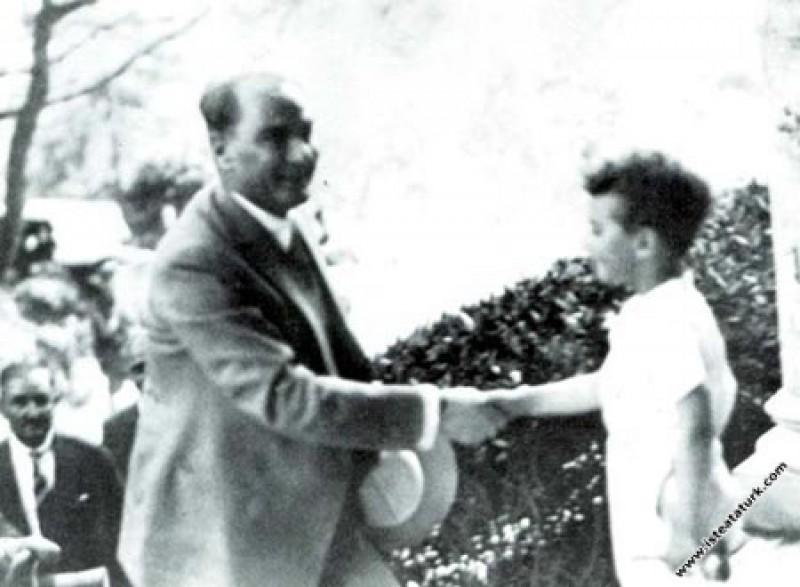 Mustafa Kemal Atatürk'ün İstanbul'da bir çocuk tar...