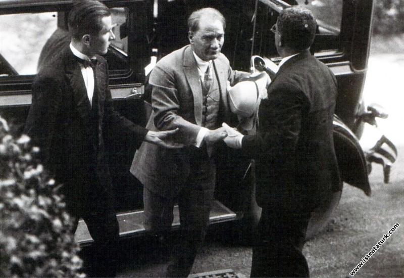 Mustafa Kemal Atatürk'ün İstanbul'da karşılanışı. ...