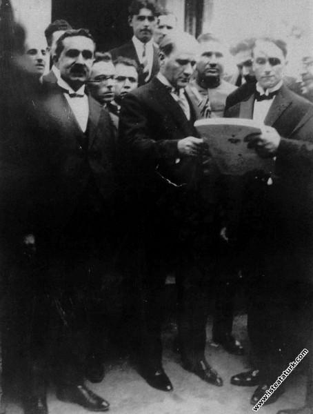 Mustafa Kemal Atatürk Alman Mimar Gross ile birlik...