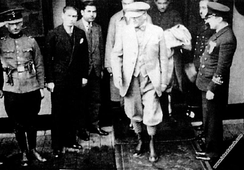 Mustafa Kemal Atatürk Yalova'da. (03.09.1929)...