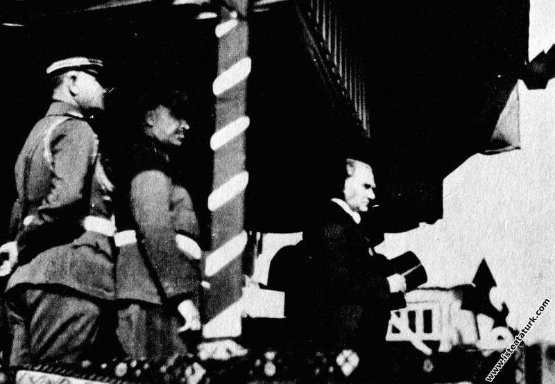 Mustafa Kemal Atatürk Cumhuriyet Bayramı'nda, şere...