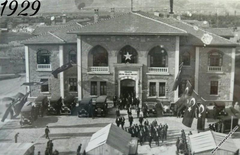 Cumhuriyet Bayramı kutlama töreni sonrası II. TBMM...