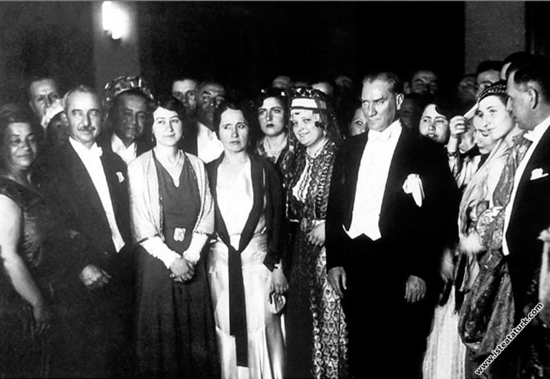Mustafa Kemal Atatürk Cumhuriyet Balosu'nda, Ankar...