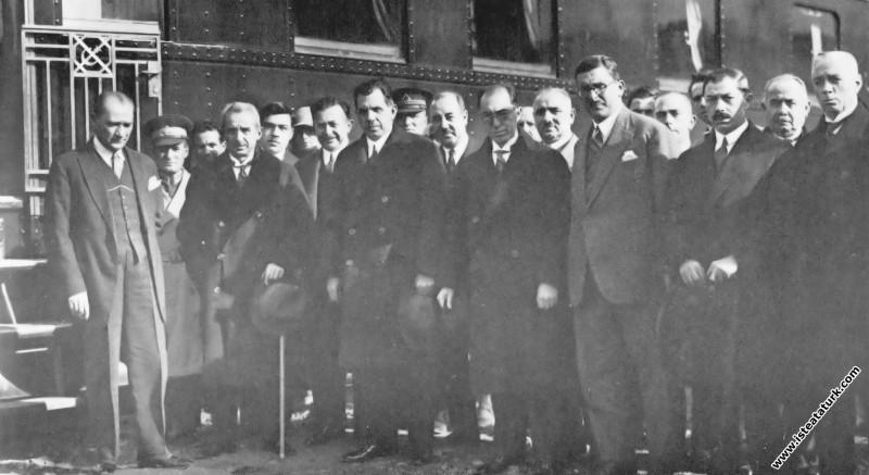 Mustafa Kemal Atatürk'ün Yalova dönüşü Etimesgut'ta karşılanışı. (16 Aralık 1929)