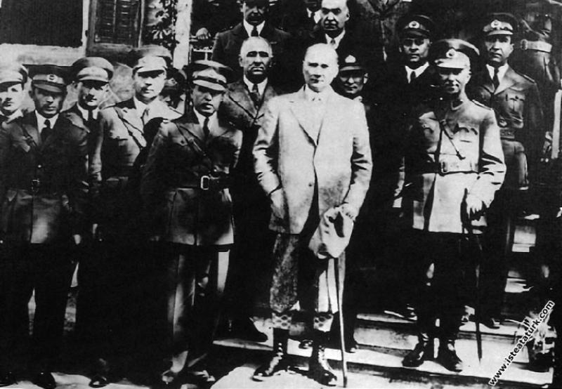 Mustafa Kemal Atatürk'ün Reşadiye Tayyare Alay Kar...