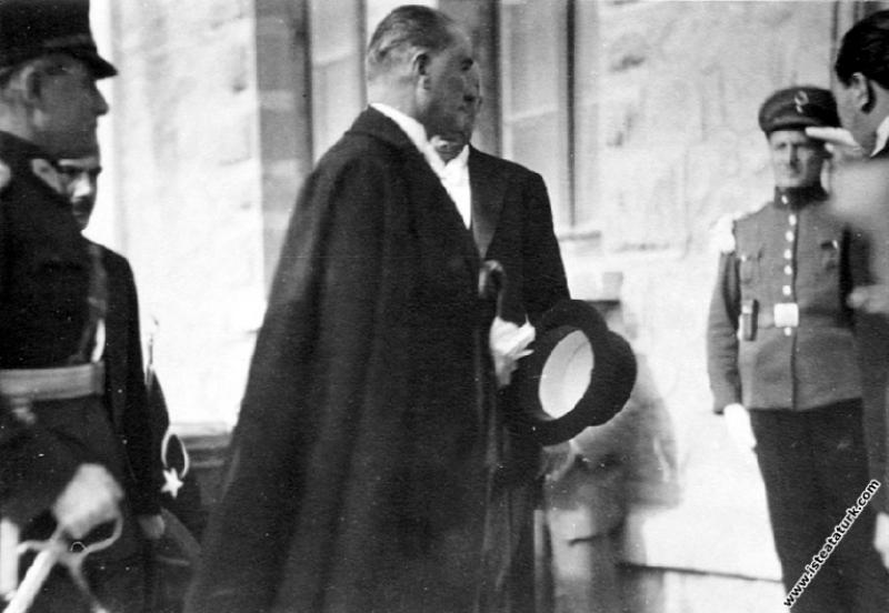 Mustafa Kemal Atatürk Çankaya Köşkü'nde. (16.06.19...