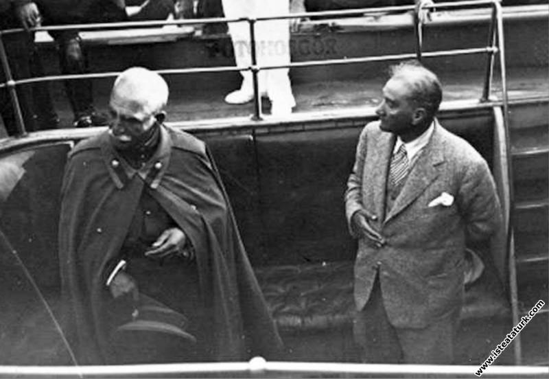 Mustafa Kemal Atatürk Şah Rıza Pehlevi ile birlikt...
