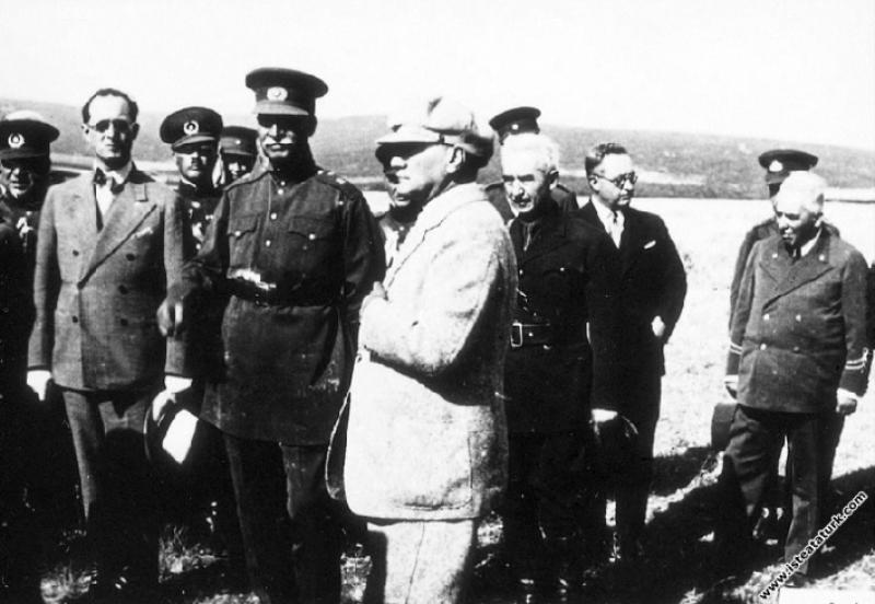 Mustafa Kemal Atatürk ve İran Şahı Rıza Pehlevi Es...
