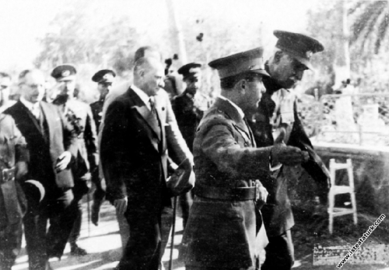 Mustafa Kemal Atatürk İran Şahı Pehlevi ile birlik...