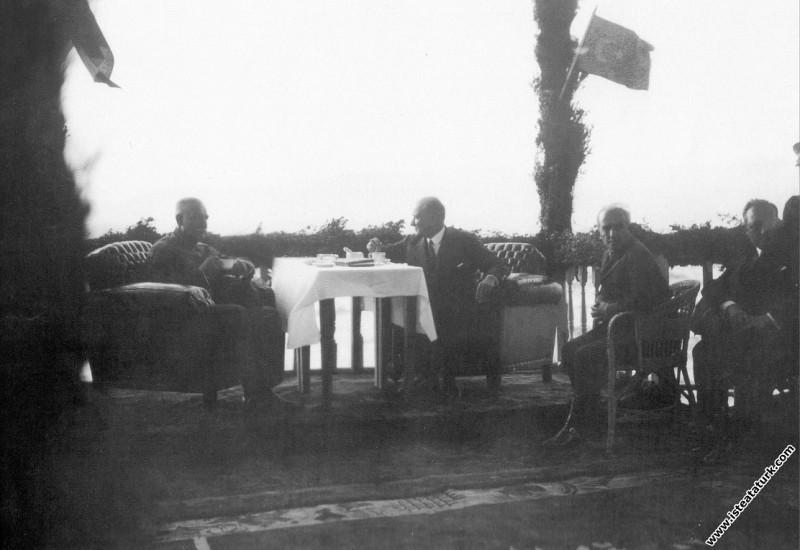 Mustafa Kemal Atatürk, İran Şahı Rıza Pehlevi ve İ...