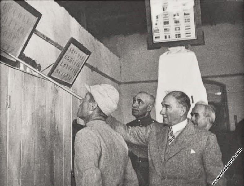 Mustafa Kemal Atatürk'ün İran Şah'ı ile İzmir civa...