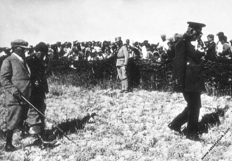 Mustafa Kemal Atatürk, Seydiköy'deki askeri manevr...