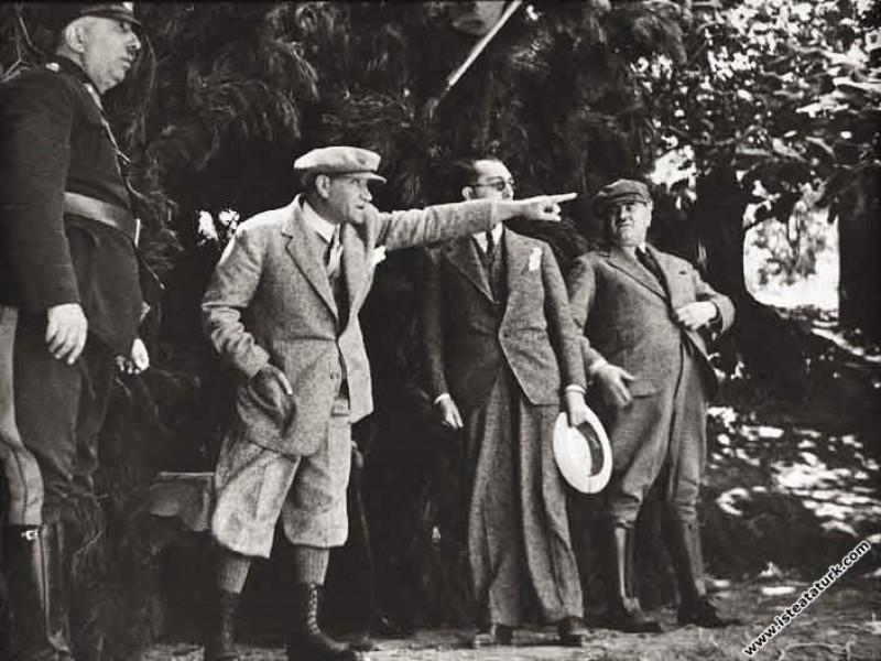 Mustafa Kemal Atatürk Çanakkale civarında Kirazlıd...