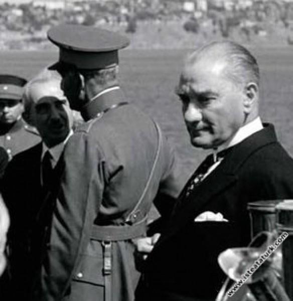 Mustafa Kemal Atatürk İran Şah'ı ile İstanbul Lima...