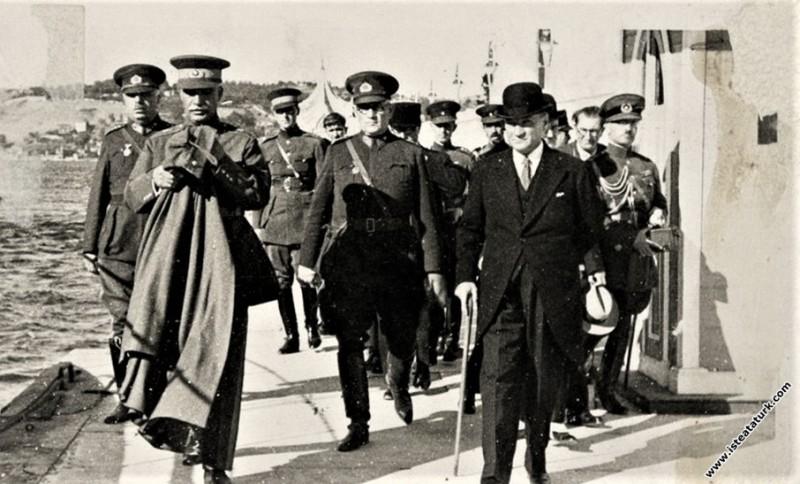 Mustafa Kemal Atatürk İran Şah'ı Pehlevi ile İstan...