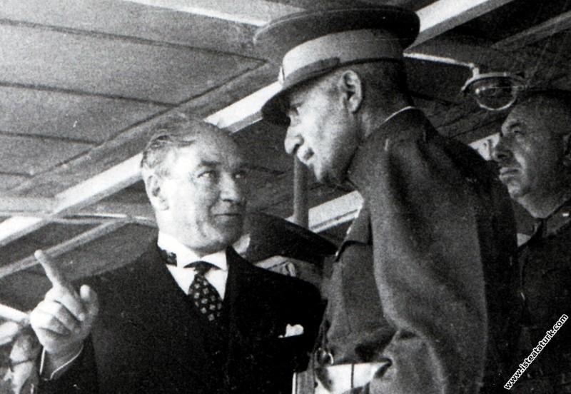 Mustafa Kemal Atatürk Kınalıada Vapuru'nda Şah Rız...