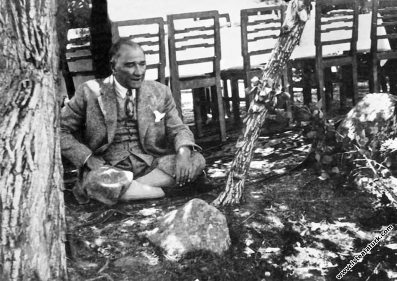 Mustafa Kemal Atatürk Kızılcahamam'da dinlenirken. (16.07.1934)