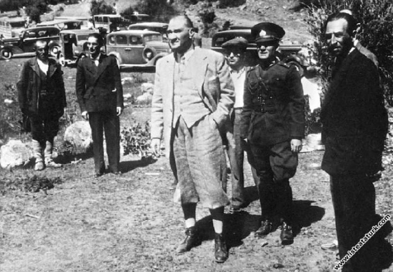 Mustafa Kemal Atatürk Kızılcahamam'da incelemelerde bulunurken. (16.07.1934)