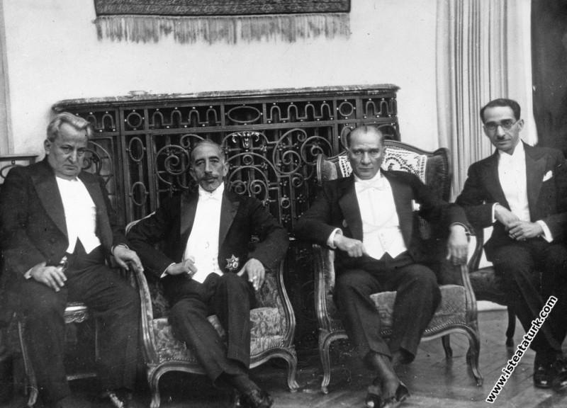 Mustafa Kemal Atatürk Irak Kralı Faysal ile Çankaya Köşkü'nde. (06.07.1931)