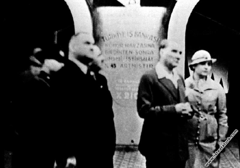 Mustafa Kemal Atatürk İstanbul'da açılan İş Bankas...