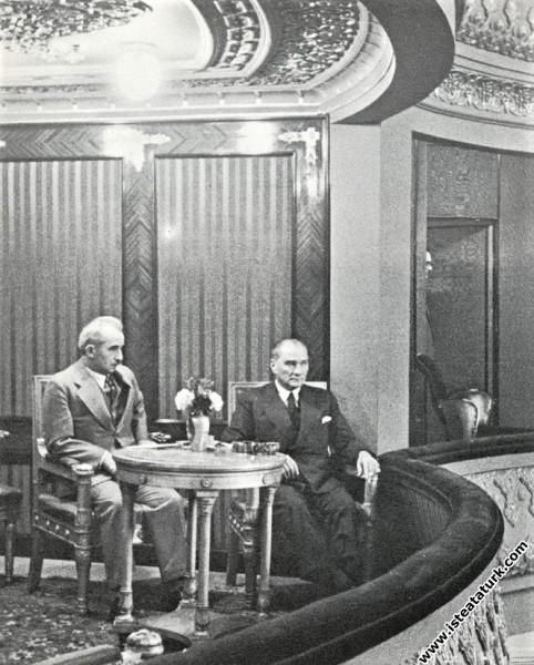 Mustafa Kemal Atatürk Ankara Halkevi'nde Dil Bayra...