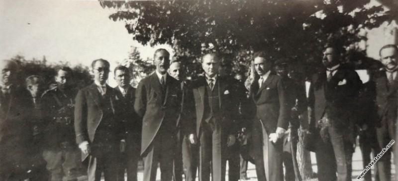 Mustafa Kemal Atatürk Irak Kralı Faysal ile birlik...