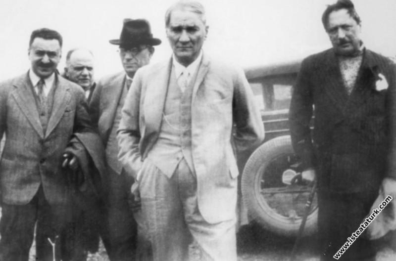 Ankara yakınlarında, Türk Tarih Kurumu'nun Ahlatlıbel kazısında. (05.05.1933)