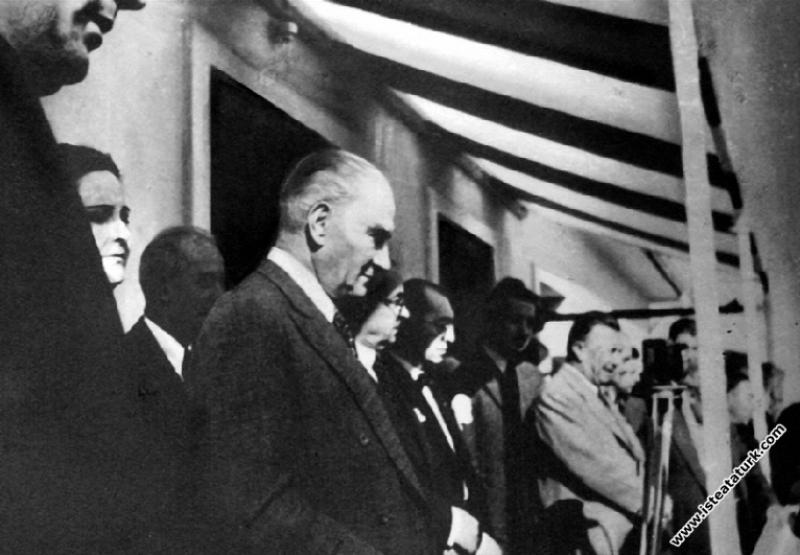 Mustafa Kemal Atatürk Sümerbank Nazilli Basma Fabrikası'nın açılışında. (09.10.1937)