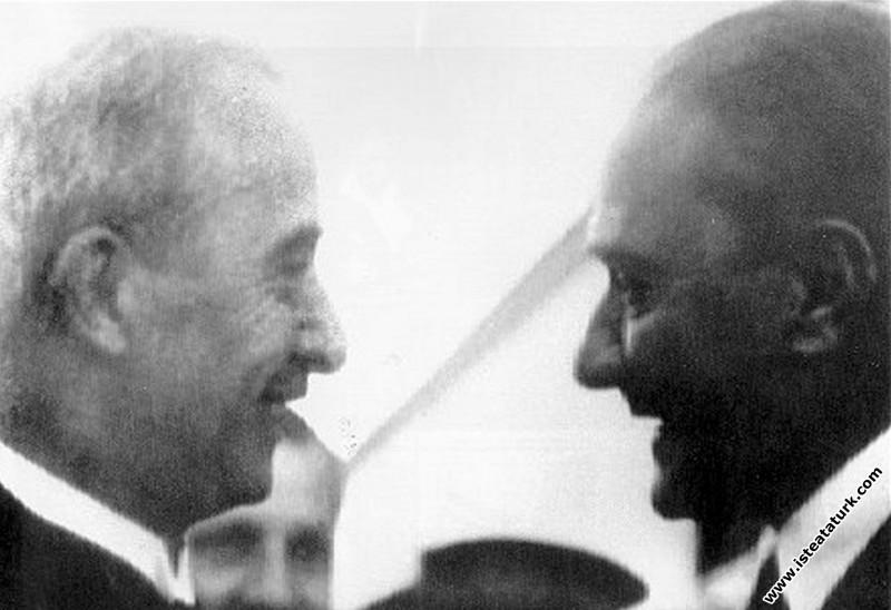 Mustafa Kemal Atatürk Başbakan İnönü'yle Ankara Ha...