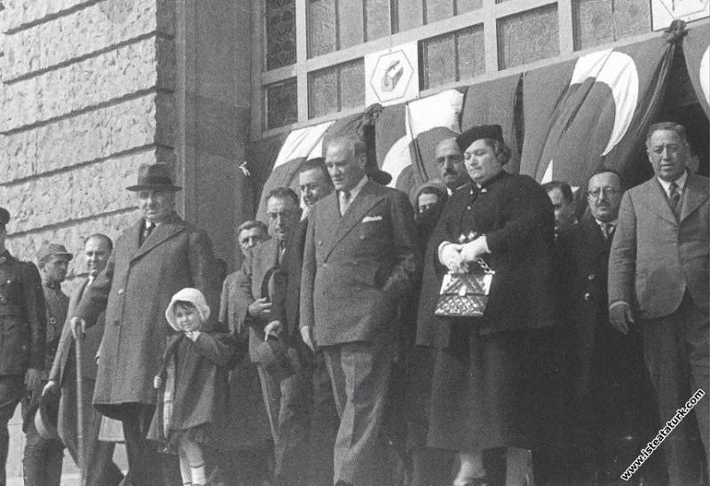 Mustafa Kemal Atatürk Ankara'dan İstanbul'a gelişinde Haydarpaşa Garı'nda. (17.05.1936)