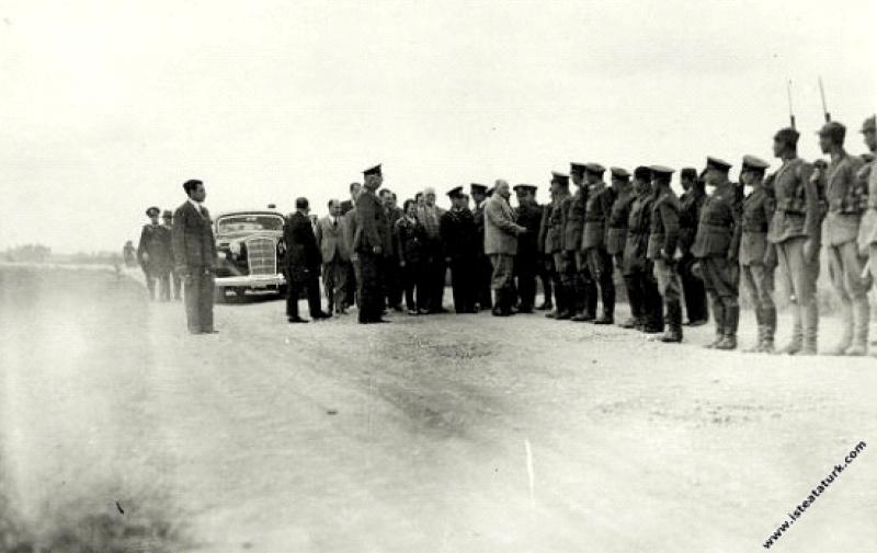 Mustafa Kemal Atatürk Sabiha Gökçen ve Orgeneral F...