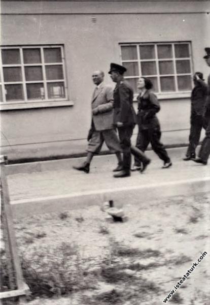 Mustafa Kemal Atatürk'ün Eskişehir Hava Okulu'nu z...