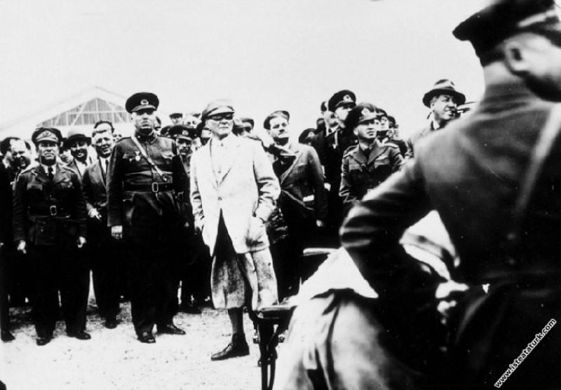 Mustafa Kemal Atatürk Eskişehir Hava Okulu'nda uça...