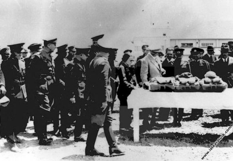 Mustafa Kemal Atatürk Eskişehir Hava Okulu'nda inc...