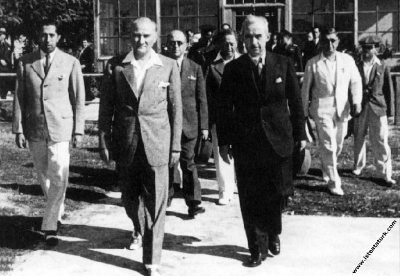 Başbakan İnönü İstanbul'dan ayrılırken Atatürk ile...