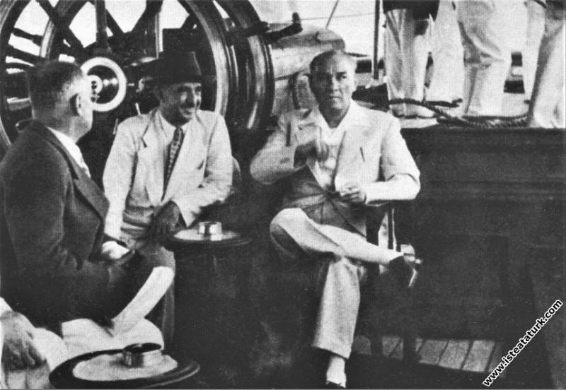 Mustafa Kemal Atatürk ve İsmet İnönü Ertuğrul Yatı...