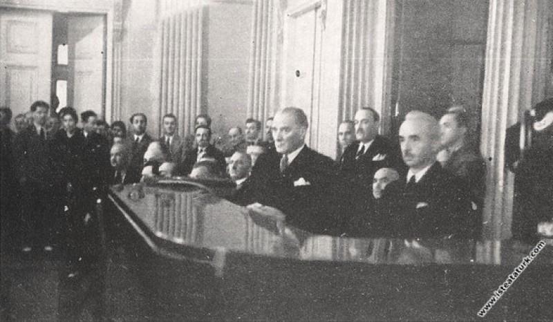 Mustafa Kemal Atatürk III. Türk Dil Kurultayı'nda ...