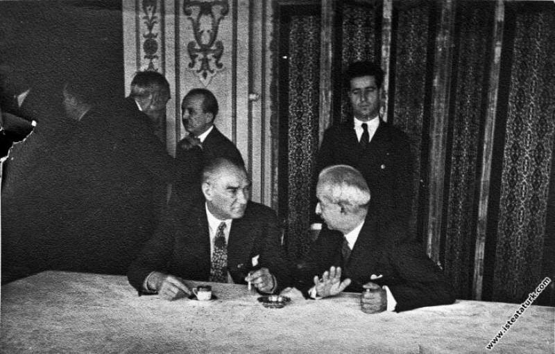 Mustafa Kemal Atatürk III. Türk Dili Kurultayı'nda...