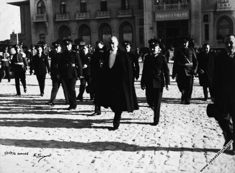 Mustafa Kemal Atatürk TBMM'nin açılışına gelirken. (01.11.1936)