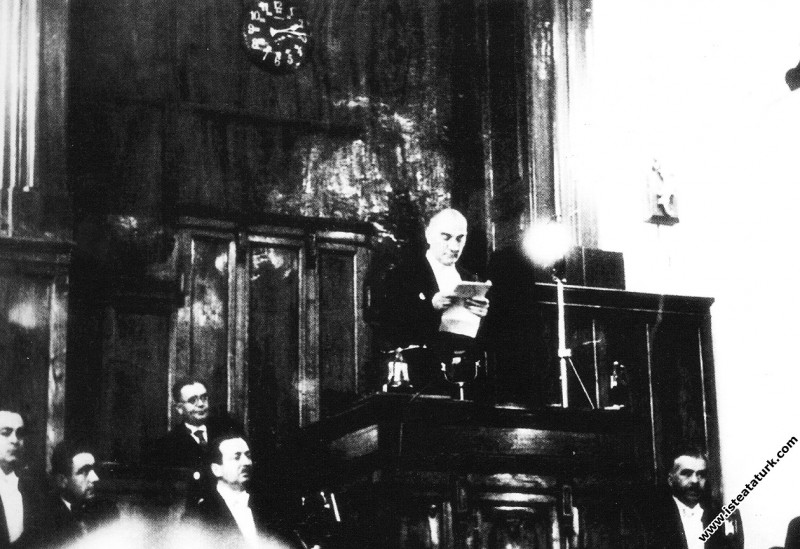 Mustafa Kemal Atatürk TBMM'nin açılış konuşmasını yaparken. (01.11.1936)