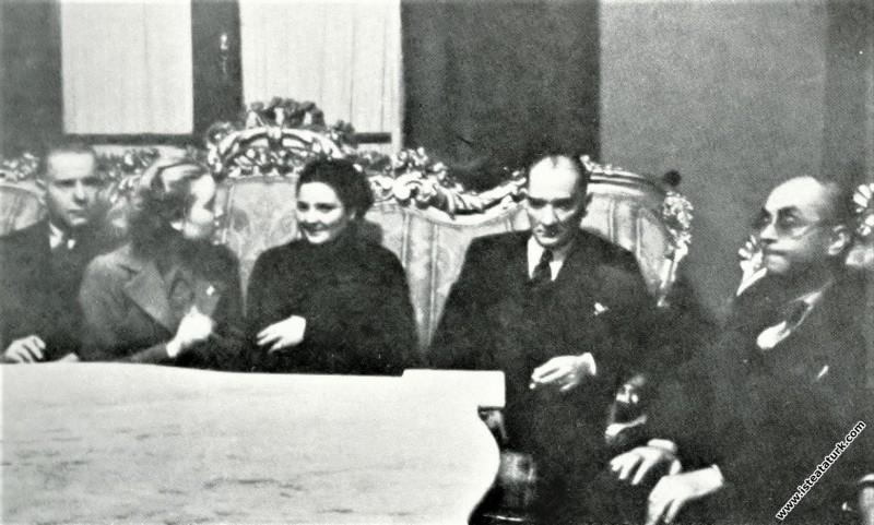 Mustafa Kemal Atatürk Ankara Halkevi'nde yapılan Bursa'lılar gecesinde. (26.03.1937)