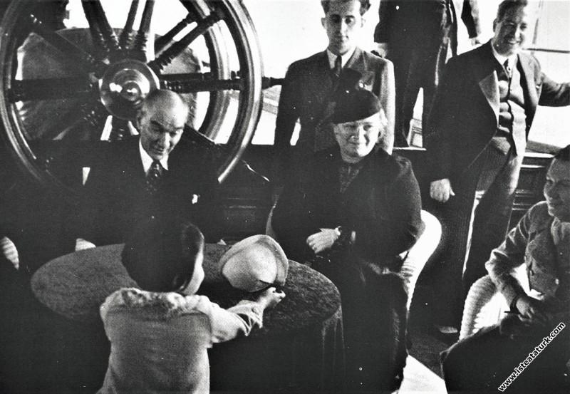 Mustafa Kemal Atatürk Ürdün Kralı Abdullah'la Ertu...