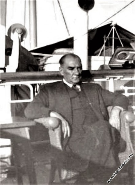 Mustafa Kemal Atatürk İzmir Vapuru ile Trabzon'a g...