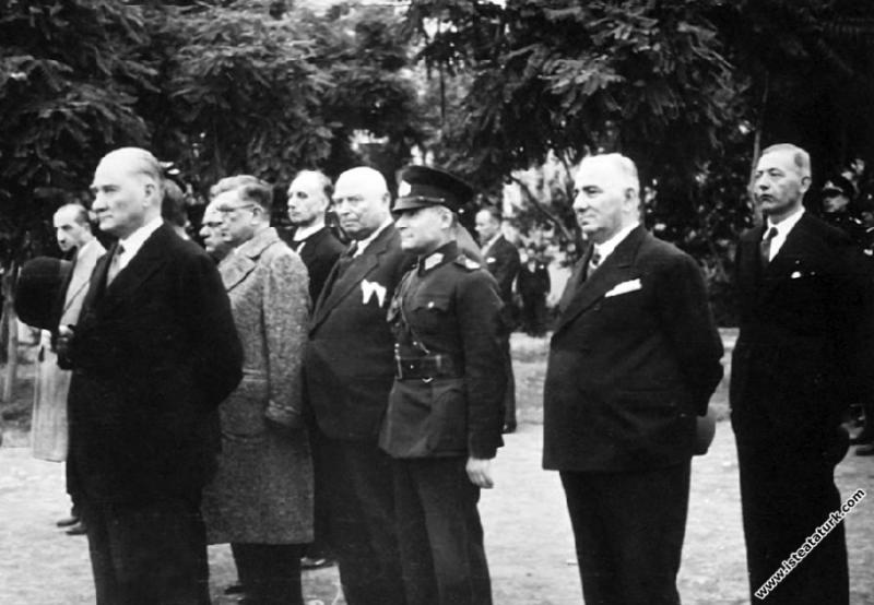 Mustafa Kemal Atatürk İzmir Vapuru ile geldiği Tra...