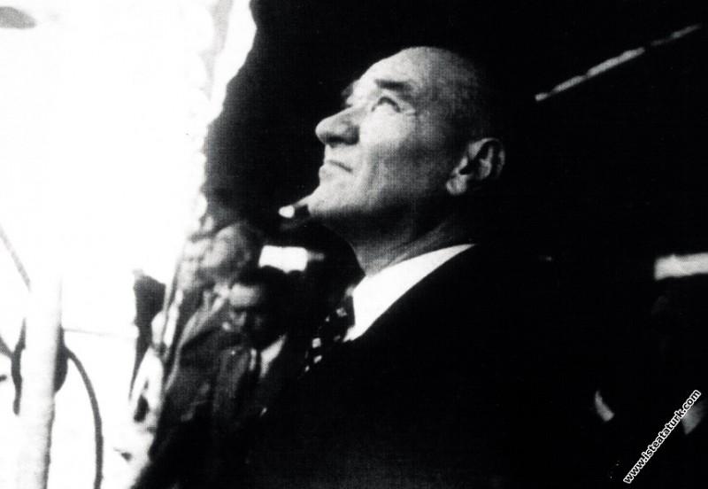 Mustafa Kemal Atatürk İstanbul'da. (08.08.1937)