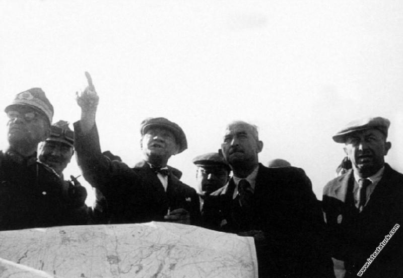 Mustafa Kemal Atatürk Çorlu Çerkezköy yakınlarında düzenlenen, Trakya Manevraları'nda. (17-20.08.1937)