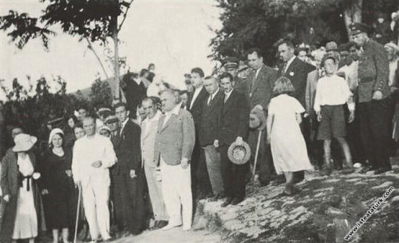 Mustafa Kemal Atatürk'ün Yalova'dan Bursa'ya geçer...