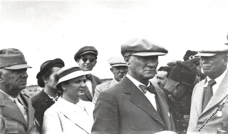 Mustafa Kemal Atatürk Çorlu Çerkezköy yakınlarında düzenlenen Trakya Manevraları'nda. (17-20.08.1937)